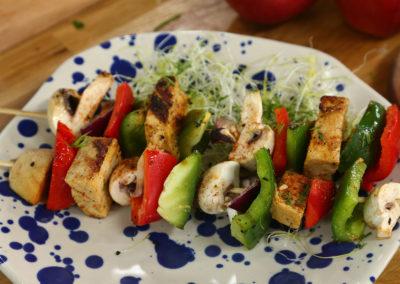 Warzywne szaszłyki z musztardowym tofu